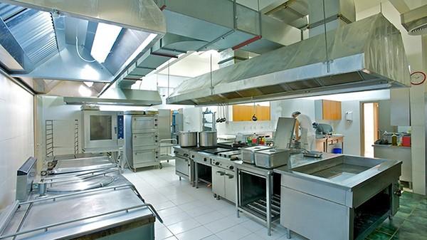 Por qué encargar la limpieza de cocinas en hostelería a una empresa externa