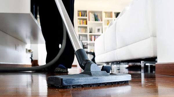 Limpieza doméstica profesional como incentivo de empresa para teletrabajadores