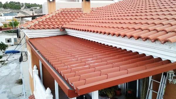 La importancia de la limpieza de tejados toldos y terrazas en primavera